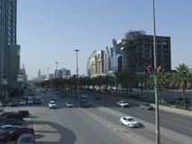 Tráfico ligero en rey Fahad Road imagenes de archivo