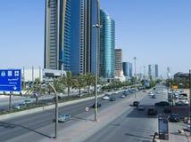 Tráfico ligero en rey Fahad Road imágenes de archivo libres de regalías