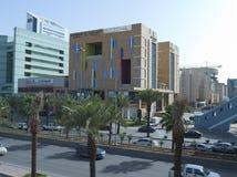 Tráfico ligero en rey Fahad Road foto de archivo