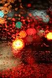 Tráfico lluvioso de la noche Imágenes de archivo libres de regalías