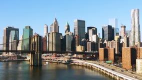 Tráfico a lo largo de la costa de Manhattan en Sunny Day metrajes