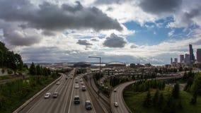 Tráfico ocupado de alto impacto en la autopista sin peaje de Seattle metrajes