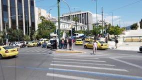 Tráfico ocupado en Atenas central CBD, Grecia almacen de video