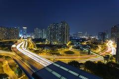 Tráfico ocupado en Hong-Kong en la noche Imagen de archivo
