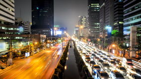 Tráfico ocupado en la ciudad - lapso de tiempo