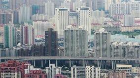 Tráfico ocupado en la ciudad moderna, Shangai, China metrajes
