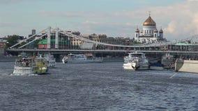 Tráfico pesado del río almacen de metraje de vídeo