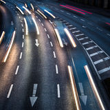 Tráfico por carretera borroso movimiento de la ciudad Fotos de archivo libres de regalías