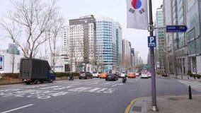 Tráfico por carretera en el distrito de Gangnam, Seul, Corea del Sur almacen de metraje de vídeo