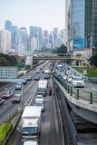 Tráfico por carretera en Hong Kong central en el d3ia Fotografía de archivo libre de regalías