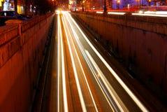 Tráfico por noche Fotografía de archivo libre de regalías