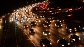 Tráfico rápido de la hora punta de la tarde en autopista sin peaje ocupada en Los Ángeles almacen de metraje de vídeo