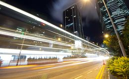 Tráfico rápido en la noche Fotos de archivo libres de regalías