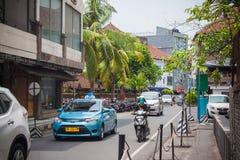 Tráfico ruidoso en las calles de Kuta Imagen de archivo libre de regalías