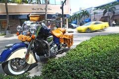 Tráfico típico en digno de la avenida, Palm Beach Fotografía de archivo