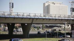 Tráfico urbano Camino y puente Aparato de lectura rápido metrajes