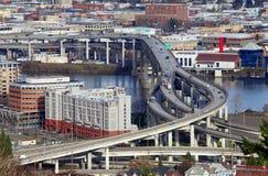 Tráfico y autopistas sin peaje Portland Oregon. Imagen de archivo