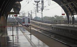 Tránsito público la India de la masa del carril del metro de Delhi Foto de archivo