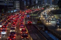 Trânsito intenso na noite na cidade de Jakarta foto de stock royalty free
