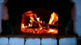 Trä-bränning i ryssugnen royaltyfri foto
