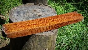 Trä den exotiska härliga modellen har tigerbandet eller lockigt bandkorn, för Afzelia trä för hantverk eller abstrakt konst arkivfoton