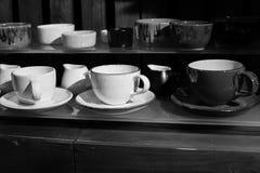 Trä espresso, kaffe, kopp, en kopp, tefat, träd, ask, kök, svartvitt som är retro, kökhjälpmedel Royaltyfri Fotografi