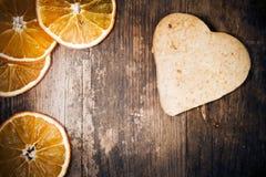 Trä för ââof för hjärta shoppar tårtan gjort lantligt. Royaltyfri Fotografi