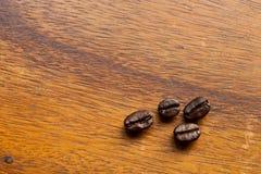 trä för bönakaffetabell Arkivfoton