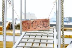 trä för ship för stängt meddelande för bräde gammalt Royaltyfri Fotografi