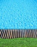 trä för simning för golvgräspöl Royaltyfria Foton