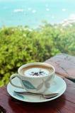 trä för tabell för kaffekopp Royaltyfria Bilder