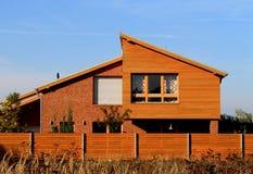 trä för tegelstenfamiljhus Fotografering för Bildbyråer