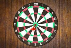 trä för vägg för mål för dartboardpilhit Arkivfoton