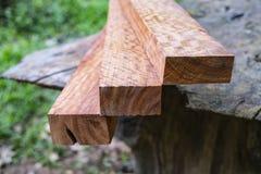 Trä har tigerbandet eller lockigt bandkorn, den exotiska härliga modellen för trä för hantverk arkivbild