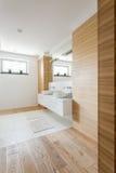 Trä i badrummet arkivfoto