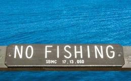 Trä` inget fiske`-tecken på Stilla havet arkivbilder