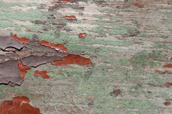 trä målas med gräsplan, rött, och brun målarfärg, målarfärgen är gammal, nästan försvunnet Arkivfoton