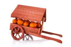Trä marknadsföra stallen med frukt Fotografering för Bildbyråer
