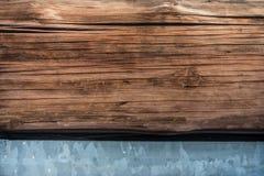 Trä och belägger med metall royaltyfria bilder