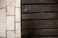 Trä och granit royaltyfria bilder