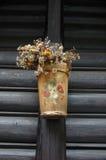 Trä och målad växtkruka Royaltyfri Foto