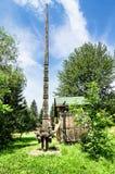Trä sniden kolonn i Maramures Royaltyfri Bild