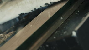 Trä som hyvlar åtsittande toppen ultrarapid arkivfilmer