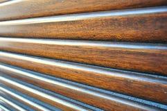 Trä stänger med fönsterluckor Arkivbild