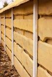 Trä texturerar Horisontalbräden Staket som göras av naturligt trä Arkivbilder