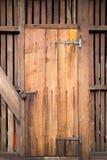 träantik dörr Fotografering för Bildbyråer