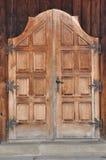 träantik dörr Arkivbilder
