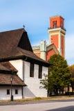 Träarticular och ny röd kyrka i Kezmarok, Slovakien arkivfoton