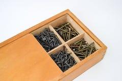 Träask för att lagra skruvar Arkivbild