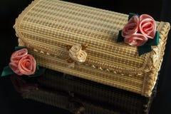 träaskar med tappninggarnering Royaltyfri Fotografi